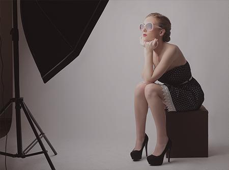 Photographie de Studio & Lumière Artificielle - <p>Plus de 6h de cours vidéos pour maîtriser l'éclairage et la photo studio</p> |