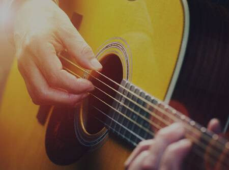 Guitare : les Fondamentaux - <p>Faire ses premiers pas à la guitare en ligne pour débutant</p> |