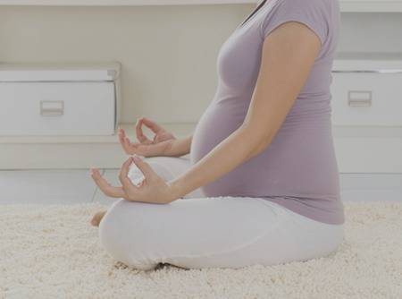 Yoga Prénatal - Plus d'1h30 de cours de yoga prénatal en ligne pour femme enceinte |