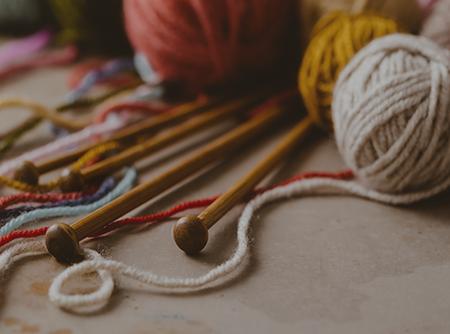 Tricot : Les Entrelacs - <p>Plus de 3h de cours de tricot en ligne pour apprendre à faire des entrelacs</p> |