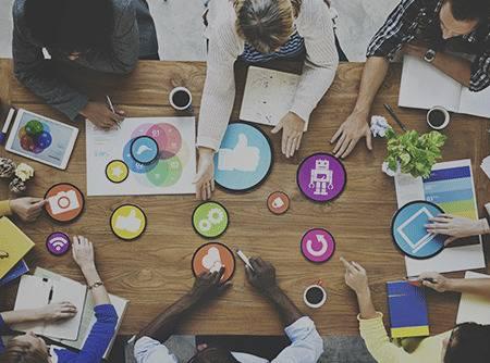 Introduction au Marketing Digital et Réseaux Sociaux - Initiation à l'histoire d'internet, aux réseaux sociaux et au web marketing |