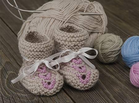 Tricoter des chaussons pour son bébé - Pour le grand confort de bébé : des chaussons sans couture. |