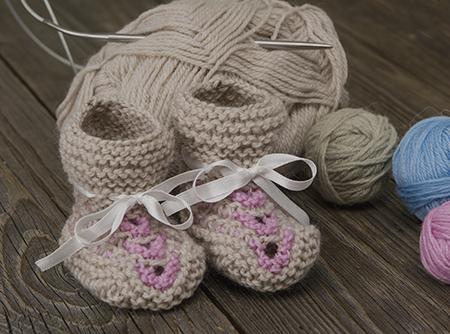 Tricoter des chaussons pour son bébé - <p>Pour le grand confort de bébé : des chaussons sans couture.</p> |