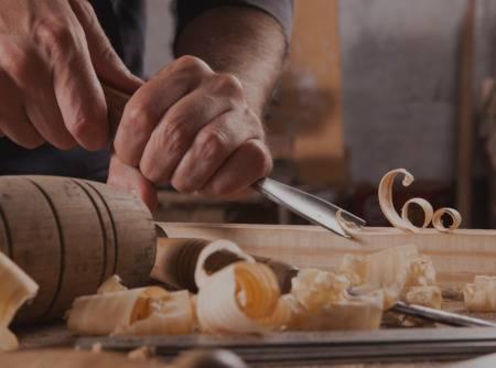 Menuiserie : Fabriquer une table - Apprendre à construire une table avec assemblage à goujon |