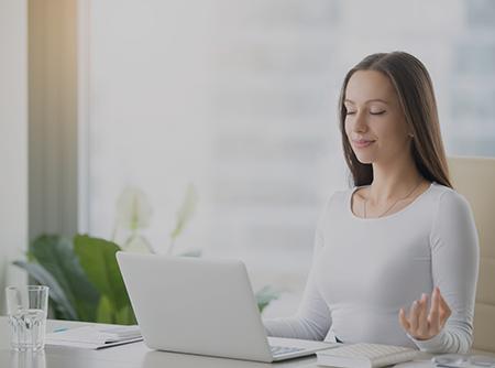 Yoga au bureau - Pratiquer le yoga avant, pendant et après le travail |