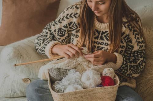 Tricot : Côte anglaise bicolore & circulaire - Apprendre à tricoter des côtes anglaises en ligne |