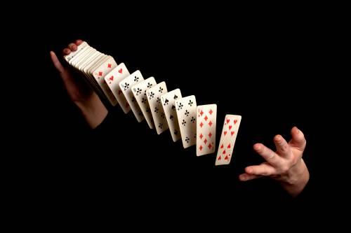 Magie : Tours de cartes - Apprendre des tours de magie avec des cartes en ligne |