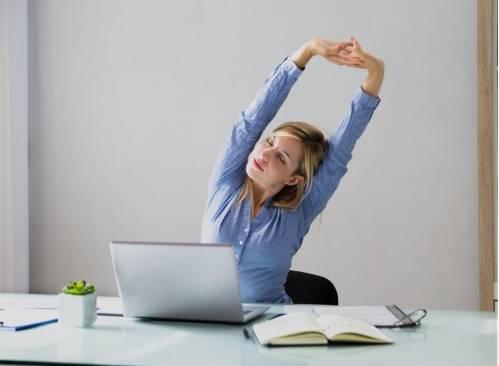 Adopter les bonnes postures de travail - Prendre soin de son corps au travail en ligne |